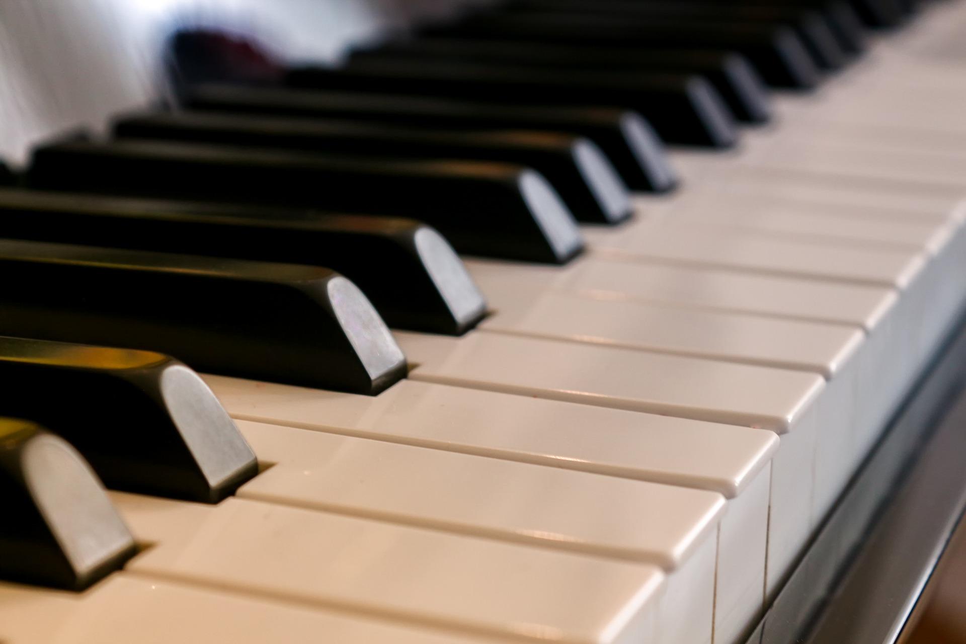 UZAKTAN EĞİTİM  Piyano Kursu Kayıtlarımız Başlamıştır Ayrıntılı Bilgi İçin;  Bilgi Talep Formu doldurun veya 0850 305 03 68 arayın.